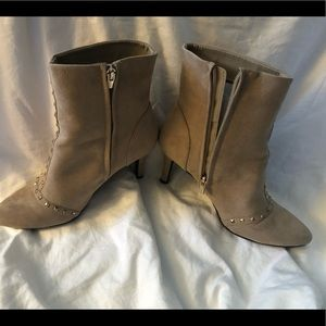 Kelly  & Katie boots 7.5